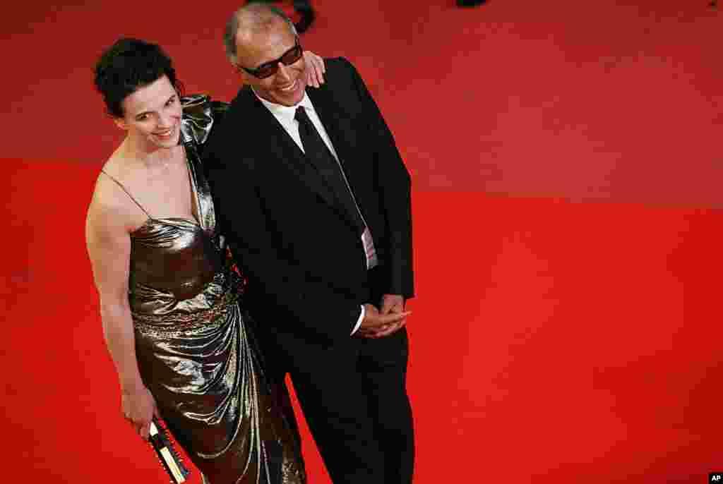 عباس کیارستمی به همراه ژولیت بینوش، بازیگر سرشناس فرانسوی.