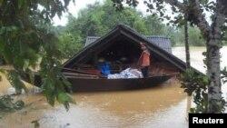 La estación de tifones en Vietnam por lo general comienza en mayo y concluye en octubre en las regiones del centro y norte del país, mientras que en el sur entre noviembre y abril, según la oficina meteorológica.