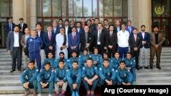 رئیس جمهور غنی حین دیدار با ورزشکاران افغان گفت که جوانان افغان به تهدید ها تن نمی دهند