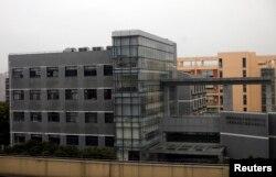 중국군 소속 사이버 부대 시설로 알려진 상하이 외곽의 한 건물. 2013년 3월 촬영한 사진이다. (자료사진)