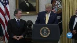 Arthur Laffer recebe medalha de Trump