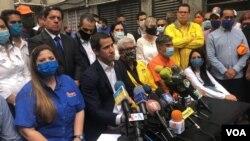 Juan Guaidó en rueda de prensa junto a otros líderes de partidos de opositores al gobierno en disputa de Venezuela. Caracas, Venezuela. Junio 17, 2020.