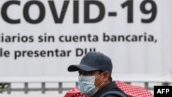 Seorang pria mengenakan masker untuk mencegah penyebaran virus corona di Santa Tecla, El Salvador, 3 April 2020. (Foto: dok).