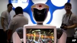 2018年8月中国举行的世界机器人会议上展出的中国研制的机器人。