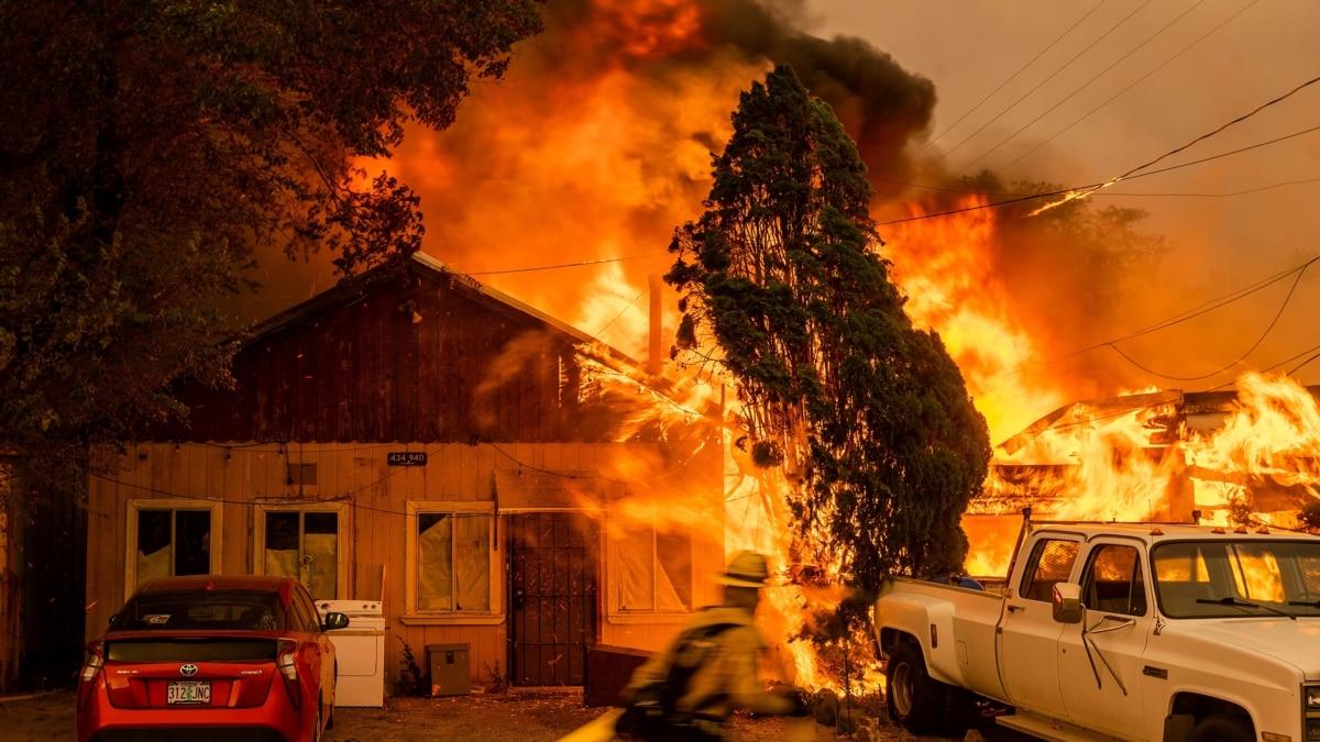Kebakaran Hutan di AS Mengancam Rumah dan Lahan di 10 Negara Bagian