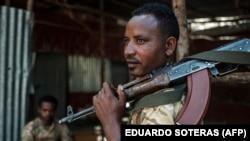 Membro das Forças Especiais de Amhara em Dansha, região do Tigré, Etiópia - 25 novembro 2020