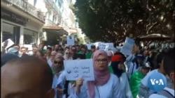 Les étudiants algériens de retour dans la rue pour réclamer la démocratie