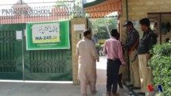 کراچی کے 2 حلقوں میں پولنگ، سیاسی گروپوں کے درمیان تصادم