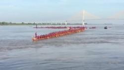 Record du monde du plus long bateau-dragon pour le Cambodge (vidéo)
