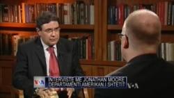 Jonathan Moore flet për Shqipërinë