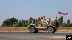 Američko vojno vozilo u konvoju blizu Dahuka u Iraku, 21. oktobra 2019.