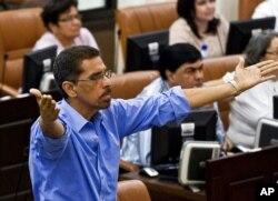 FILE - Opposition legislator Victor Hugo Tinoco, of the Sandinista Renewal Movement, gestures in Managua, Nicaragua, Jan. 28, 2014.