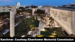 Eisenhower memorijal noću (Foto: Alan Karchmer/ Ljubaznošću: Eisenhower Memorial Commission)