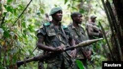 Wanajeshi wa jeshi la Congo wakifanya doria dhidi ya kundi la uasi la ADF huko Congo