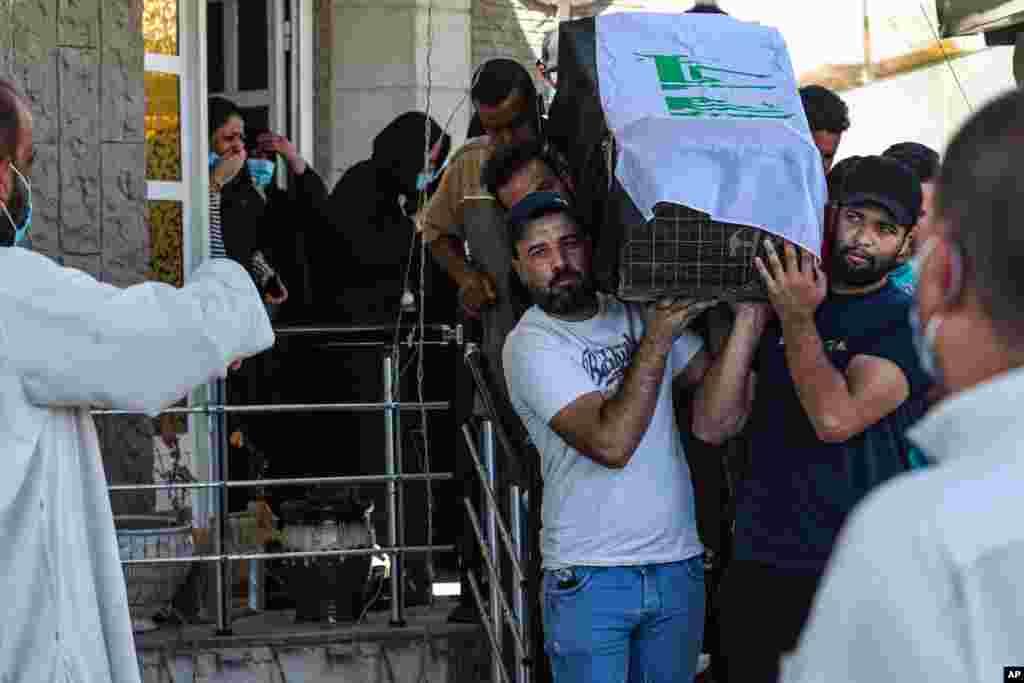 افراد مسلح ناشناس در بصره، رهام یعقوب، فعال سیاسی زن عراقی را کشتند. این سومین حادثه مشابه در هفته جاری است که در آنها فعالان سیاسی مخالف هدف قرار گرفتهاند.