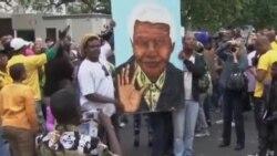 南非民眾向曼德拉表示崇高敬意