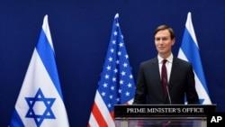 Ağ Evin müşaviri Cared Kuşner Qüdsdə İsrailin baş naziri Benyamin Netanyahu ilə birgə mətbuat konfransı keçirib, 30 avqust, 2020.