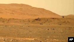 دورنمایی از هلیکوپتر کوچک «نبوغ» در حال پرواز در جو مریخ (عکس از آرشیو)