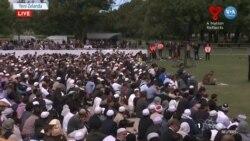 Yeni Zelandalılar Kurbanlar İçin Birlikte Dua Etti