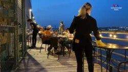 Համավարակի պատճառով փակված ռեստորանները և բարերը զրկել են Նյու Յորքի բոհեմի ներկայացուցիչներին աշխատանքի հնարավորությունից