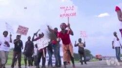 Marche de l'opposition dispersée par la police contre le référendum constitutionnel en Côte d'Ivoire (vidéo)