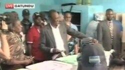 肯尼亞人等待法院對總統選舉的判決