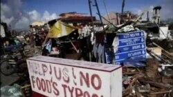 菲律宾台风灾区毁坏的道路妨碍救援努力