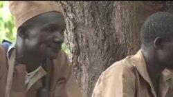 Interdiction des activités des Koglwéogo, ces groupes d'auto-défenses au Burkina (vidéo)