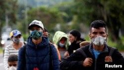 Migrantes venezolanos caminan hacia la frontera con Colombia durante la pandemia. La mayoría cruza a Venezuela por puntos ilegales, por lo que no se aplican las medidas de prevención contra el coronavirus.