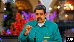 在新冠病毒大流行病期間,馬杜羅在加拉加斯的總統府發表電視講話。(2020年11月15日)