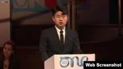 탈북민 김금혁 씨가 지난해 10월 영국 런던에서 열린 '2019 세계 젊은 지도자 정상회의 (One Young World Summit 2019)에서 연설했다.