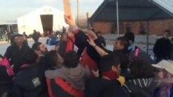 Жителите на Лабуништа за бегалците во Гевгелија