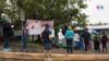 Familiares de pacientes de COVID-19 hacen filas en un hospital público en Nicaragua. [Foto: Houston Castillo Vado/VOA]