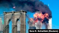 Dva aviona udarila su u kule bliznakinje u Njujorku u terorističkom napadu 11. septembra 2001.