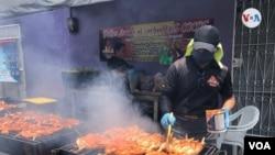 El pollo, por su precio asequible, es un componente importante de la dieta latinoamericana.