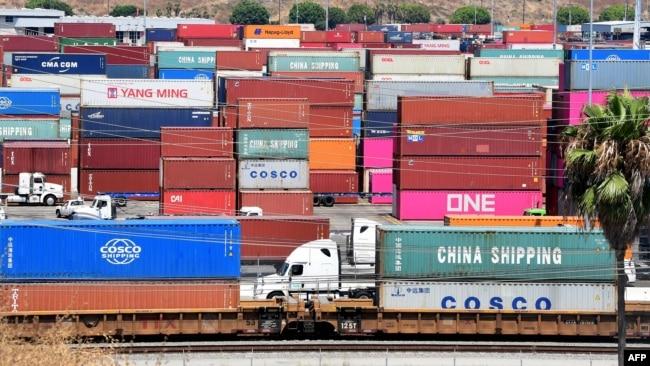 2019年8月23日,一辆货柜车抵达加州长滩码头。华盛顿2019年9月1日开始对输美中国产品加征新的关税。