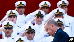 Turkey's Recep Tayyip Erdogan arrives to speak to military academy graduates in Istanbul, Aug. 31, 2019. Turkey has threatened to launch an offensive into Syria if plans to establish a safe zone along Turkey's border fail to meet his expectations.