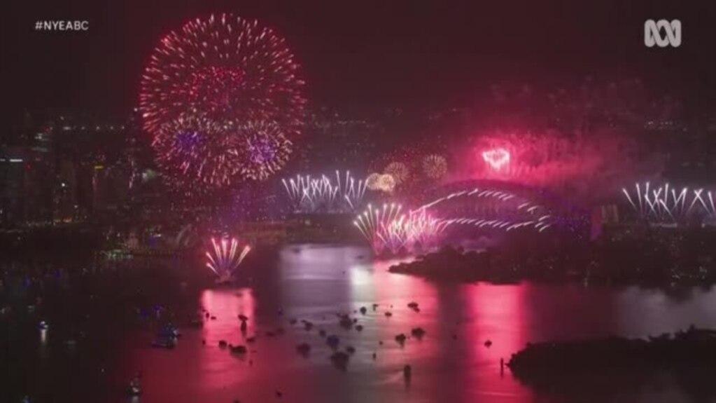 Bota ndahet nga një vit i vështirë, pret vitin e ri me shpresë