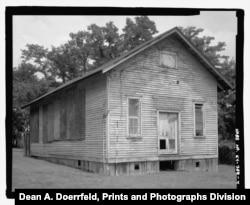2004 photograph of the Cadentown Rosenwald School, Caden Lane, Lexington, Kentucky. (Dean A. Doerrfeld, Prints and Photographs Division)