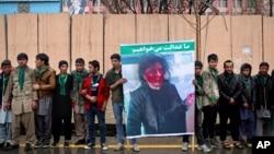 阿富汗民眾在法院門外要求公正判決