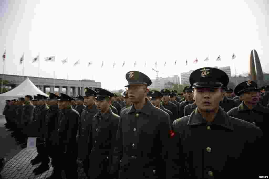 Một đơn vị Thủy Quân Lục Chiến Nam Triều Tiên tham gia lễ kỷ niệm tổ chức tại Seoul.