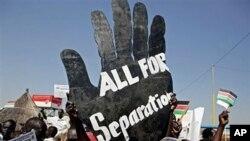 Wanaharakati wa Sudan Kusini wakitoa ishara za kutaka kujitenga wakati Omar Al Bashir alipofanya ziara.