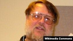 Ray Tomlinson, inventor del email murió a los 74 años de edad.