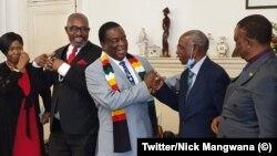 UMongameli Emmerson Mnangagwa esamukela ababengamalunga eMDC uMnu Obert Gutu loMnu James Makore.
