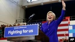 民主黨總統參選人希拉里·克林頓在加州長灘的一次競選造勢集會上。