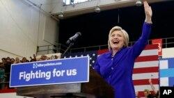 Kandidat Capres dari Partai Demokrat, Hillary Clinton saat berkampanye di Long Beach, California (6/6).