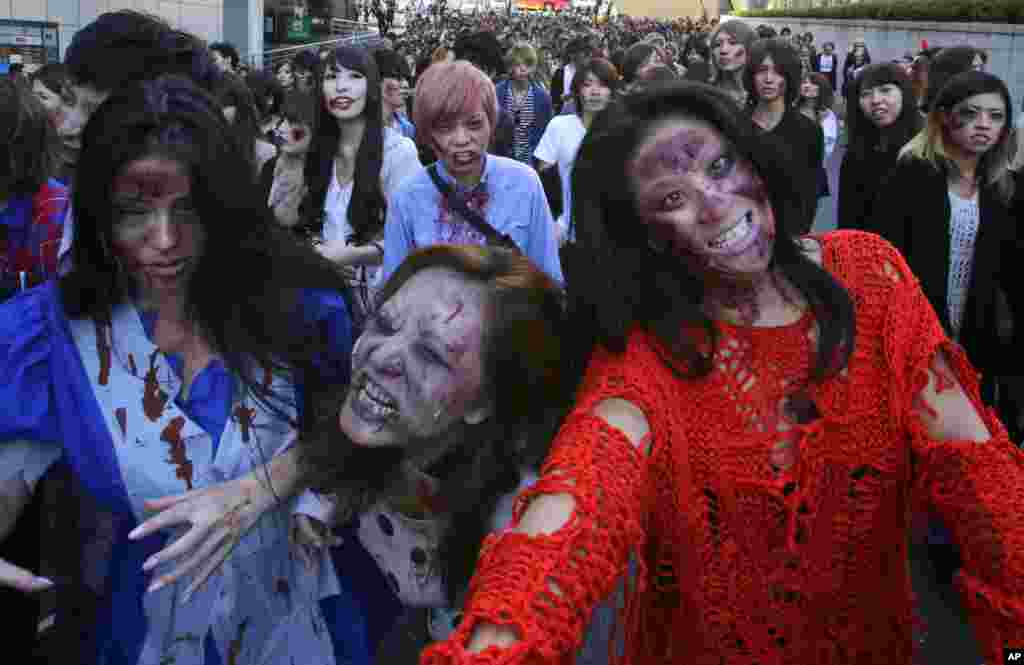 Participants wearing zombie makeup perform during a Halloween event at Tokyo Tower in Tokyo, Oct. 31, 2013.