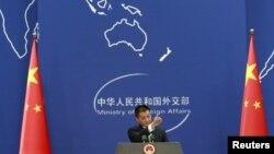中国外交部发言人陆慷在例行记者会上(资料照片)