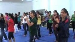 看天下: 印度妇女接受自卫训练