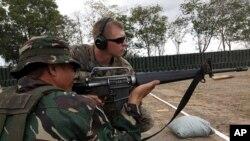 """美國菲律賓2011年""""肩並肩""""軍演射擊訓練(資料圖片)"""